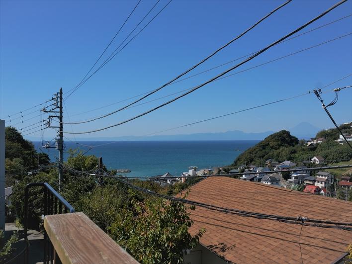 らせん階段をのぼったら見える景色。天気の良い日は富士山も!