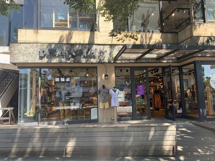 お向かいには、鎌倉を代表するお店が沢山