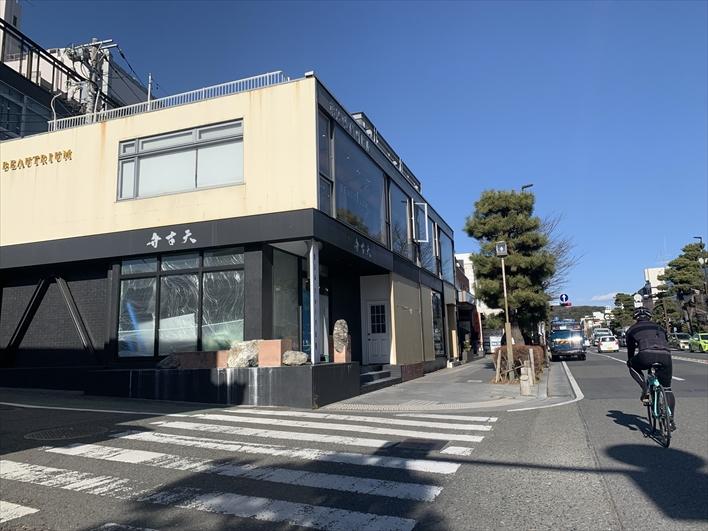 鎌倉に来た方なら必ず通る、若宮大路に面しているので集客はバッチリ◎