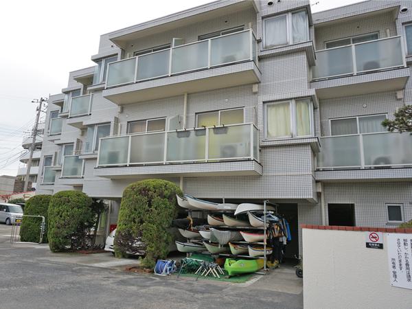 3階建のメゾネットマンションです。