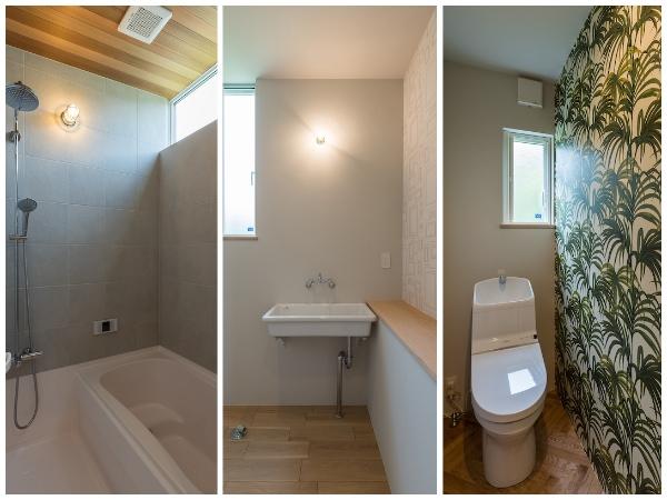 ハーフユニットのバスルーム、腰から上部は大判タイルで造作、天井も高い。トイレは good day houseさんの素敵な壁紙を貼りました。