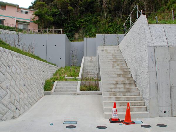 お家へはこの階段から。