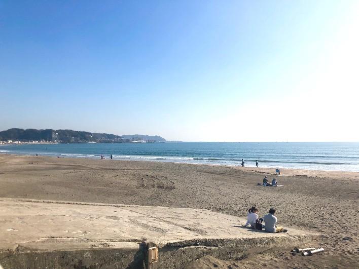 仕事の息抜きで気軽に由比ガ浜の海へ行ける距離