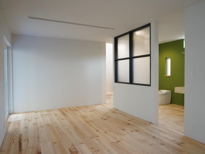 1階の洋室。壁を設ければ2部屋にもできます。
