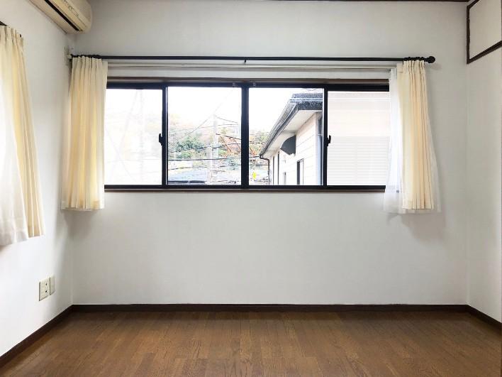 【201号室】シンプルで清潔感のある部屋。