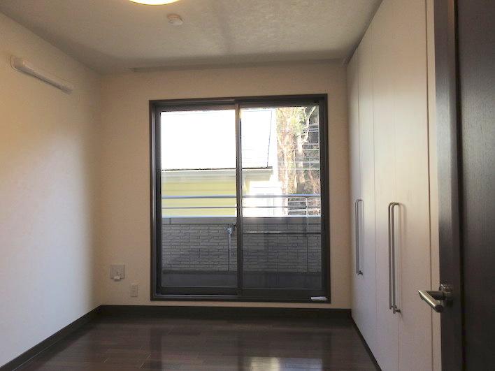 2階洋室/5.5帖ですが可動収納で仕切ってますので広めの11帖にも変更可能です。