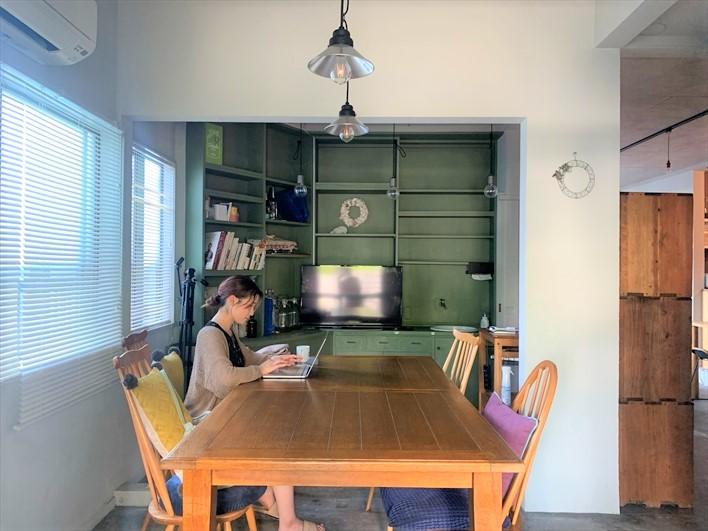 一通り揃っているキッチン、作業スペースでワイワイみんなでお料理