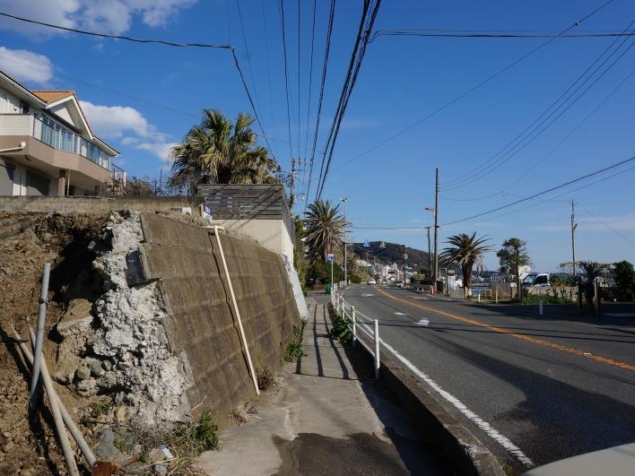 道路(134号)とは高低差あり。