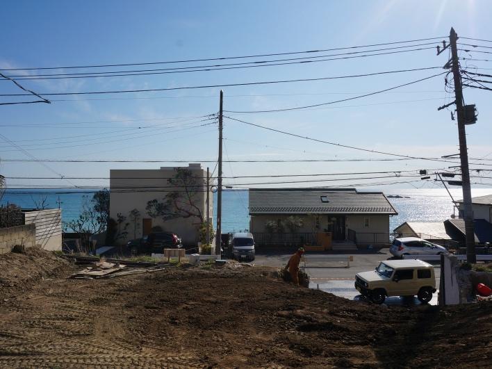 敷地から海方向を撮影。グランドレベルでこの海の見え方ですから、2階はさぞ素晴らしや。