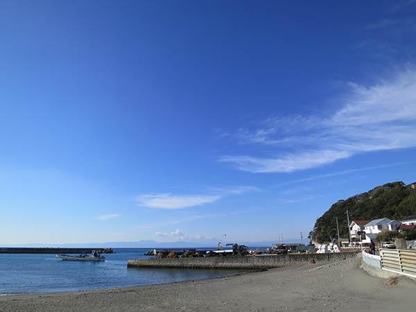 芦名海岸までは徒歩3分。他とは違うのんびり感が魅力的な砂浜です!