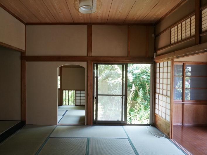 凛!キリッな広縁のある和室。奥に進むと、茶室のような和室。
