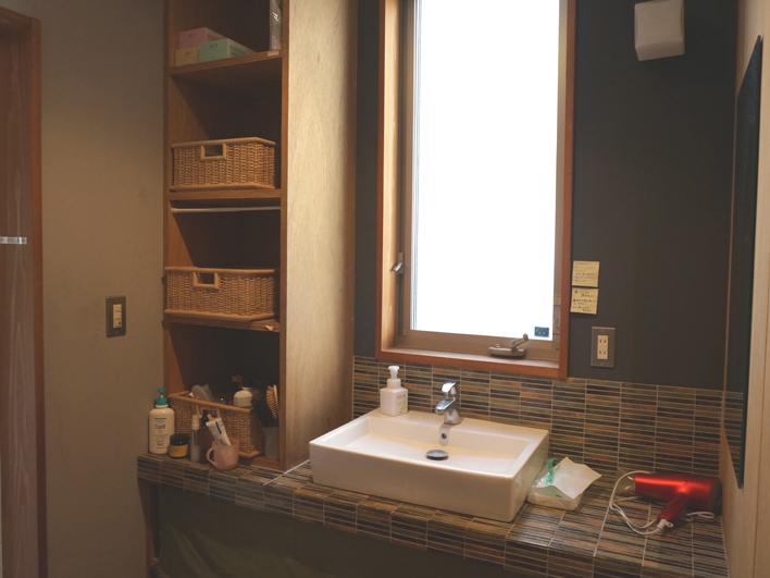 洗面のタイルはキッチンとお揃い