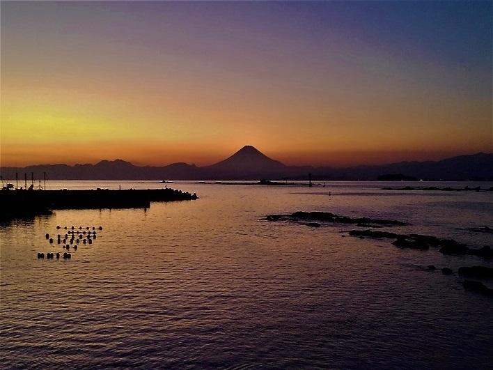 葉山真名瀬の夕焼け。美しさに言葉が出ません。