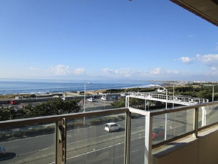 バルコニーからの眺望。もちろん富士山見えます。(この日は雲に隠れて…すいません!)