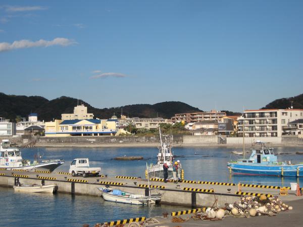 徒歩30秒の桟橋から釣船出発