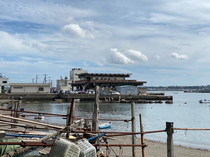 左手には佐島漁港です