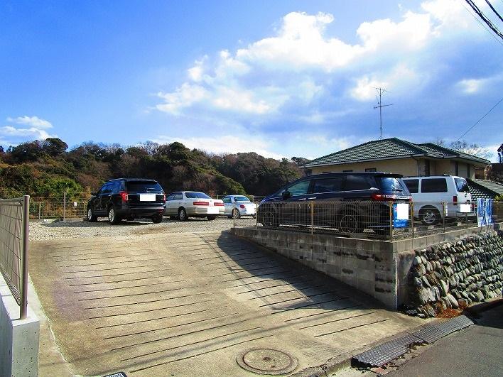 現地は今、駐車場として利用されています。
