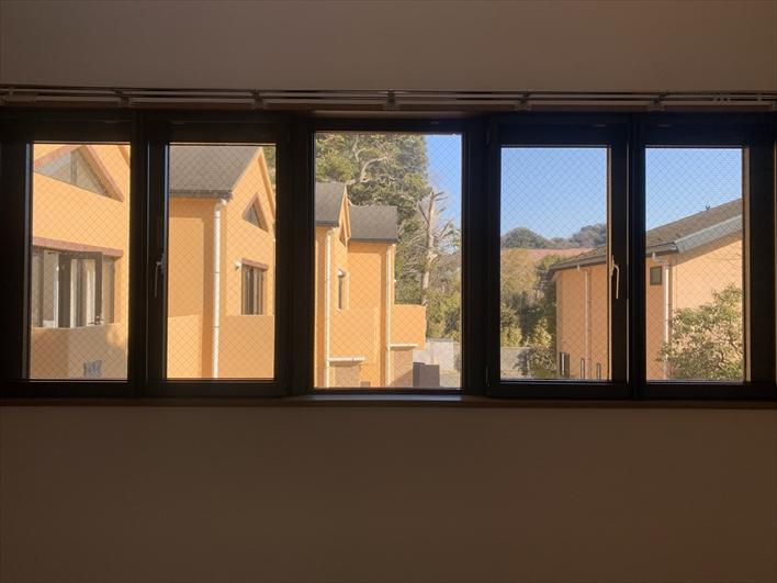 窓から見える他住戸もなんか可愛らしい(107)