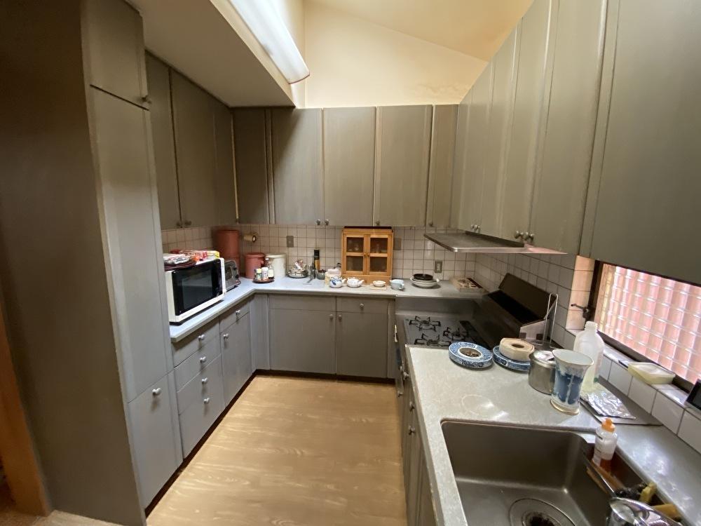 和装の奥様が似合う落ち着いたキッチン。