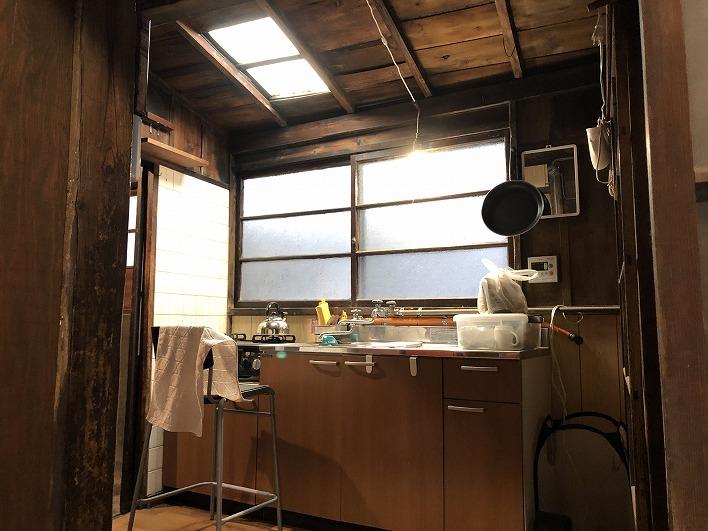 キッチンもそれなりの雰囲気。魚を捌くのはここで。