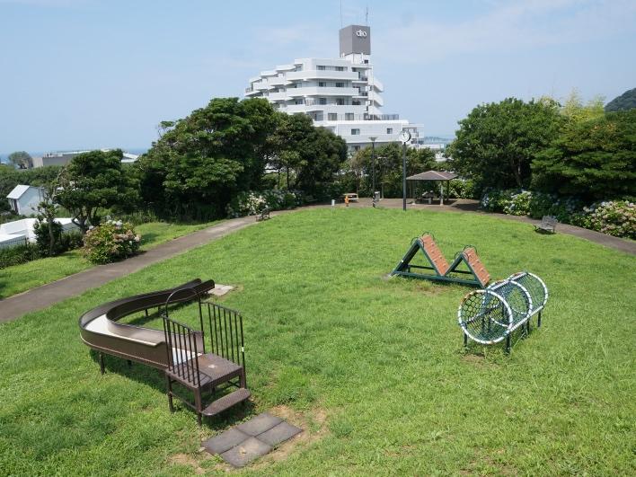秋谷きらきら公園。小さいお子さんがいらっしゃる方はここでも遊ばせられます。