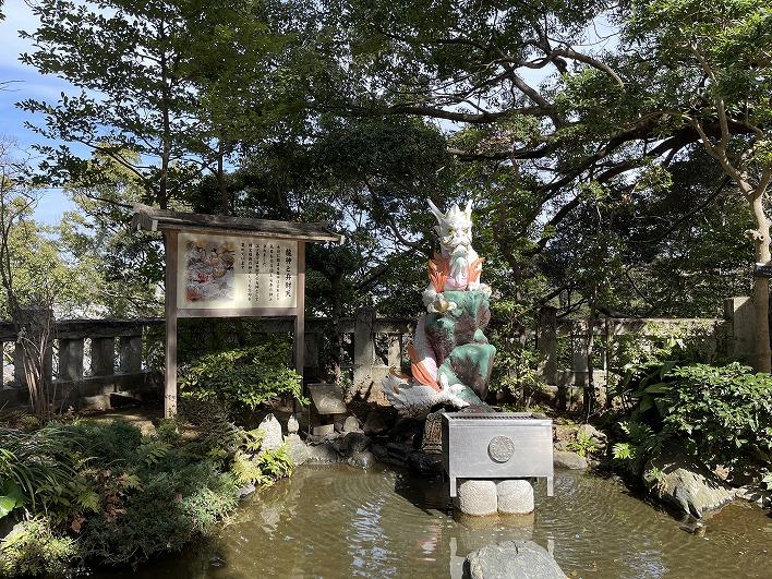 江島岩屋には龍神様が住んでたという伝説も。