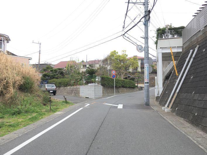前面道路が幅員が大きく大型車でも楽々です。
