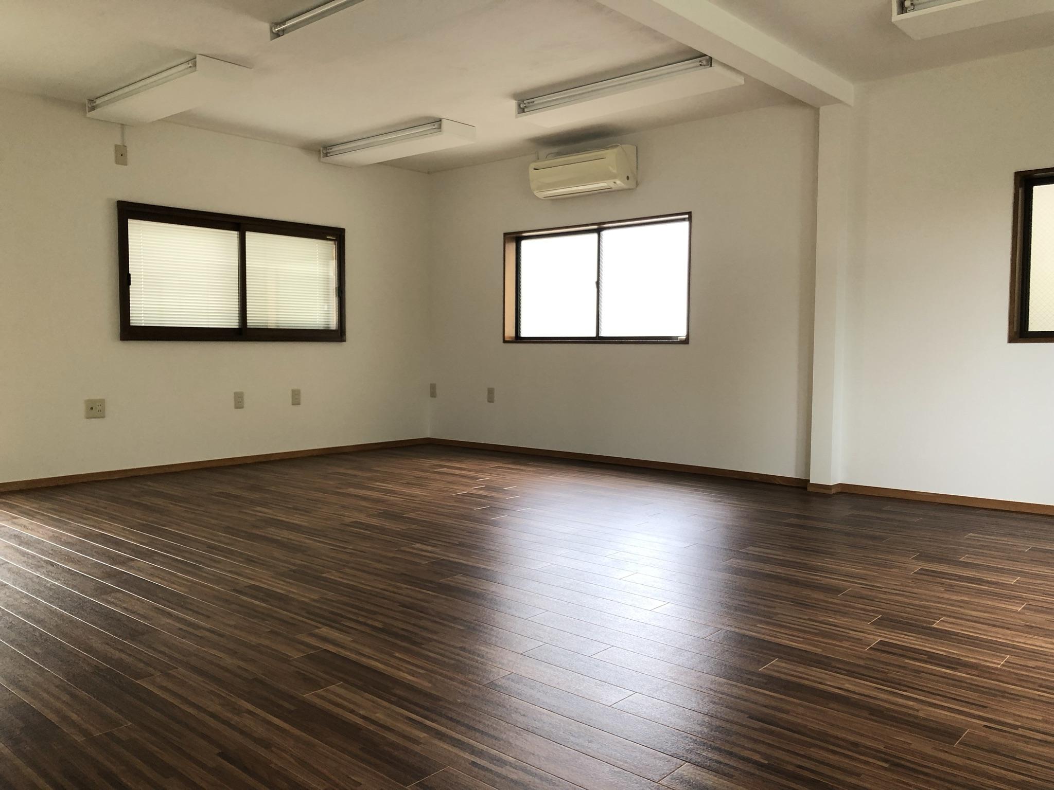リノベしてきれいな床と白い壁!
