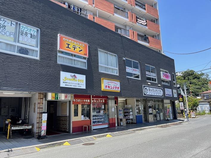駅前にはスーパーもコンビニもあり便利。