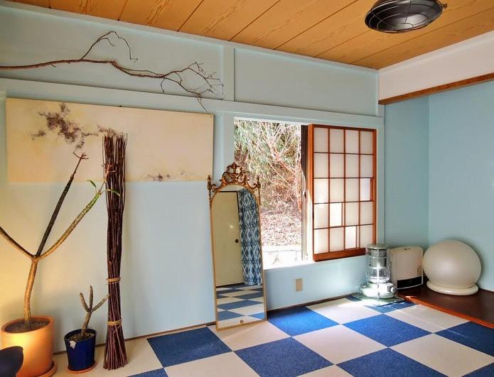 LDKに併設されている和室。垢ぬけた和室って感じ。