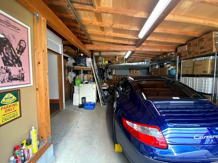 ワクワクしかないガレージ!フリースペースへも行き来できます。