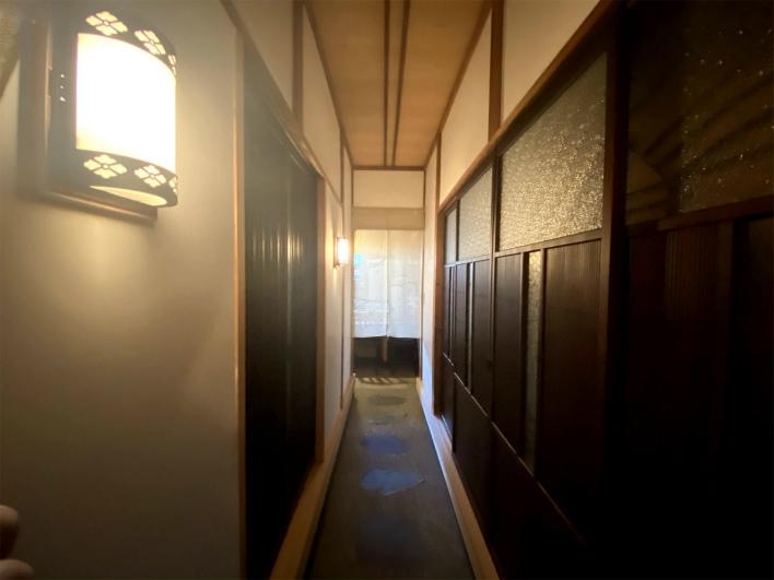 暖簾をくぐるとこの世界観。日本人の和のDNAが一気に呼び覚まされる!
