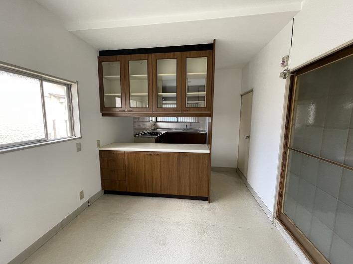 キッチンも換気扇やガスコンロがリフォームされすぐお使いいただけます。