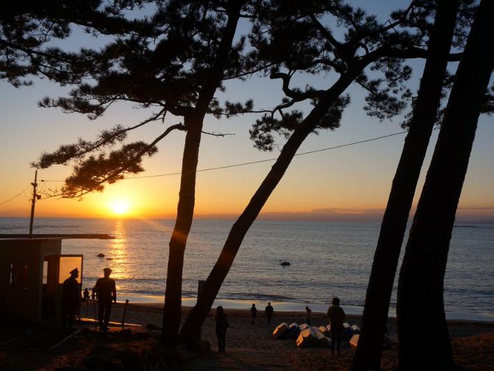一色海岸は夕景も美しい。