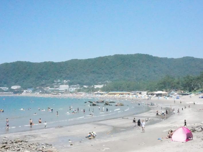 夏の一色海岸。泳ぐも良し、潜るも良し、ゴロゴロするも良し。