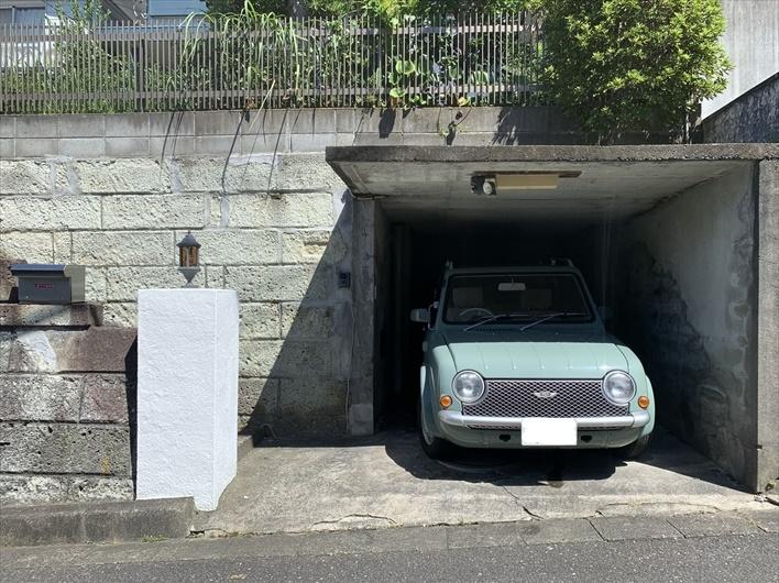 ちょっと不便なので駐車場は欠かせませんね