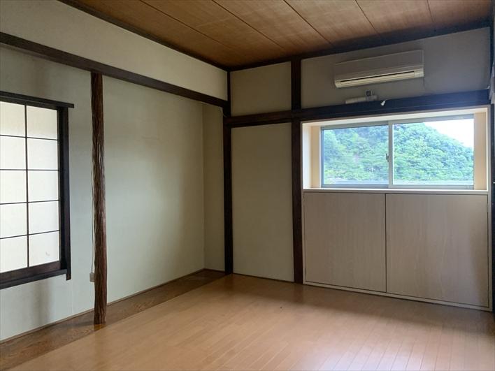2階洋室は和の雰囲気もあって落ち着く。