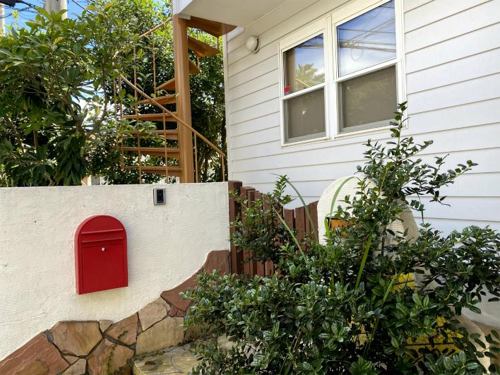 玄関周りも可愛い!螺旋階段も素敵なんです。