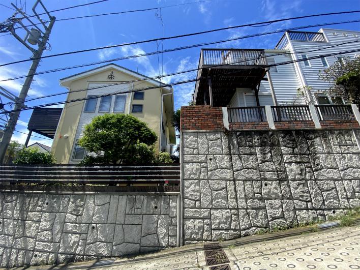 前の家と高低差があるから、眺望が遮られない。これ、大事。