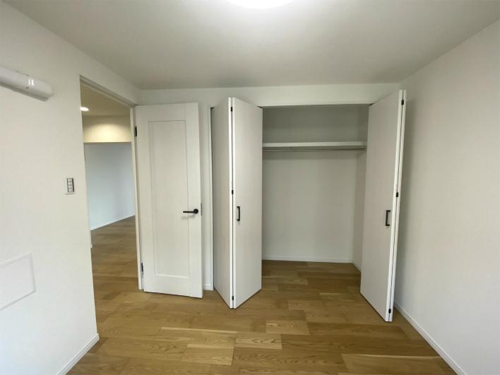 こっちの部屋も収納たっぷり。