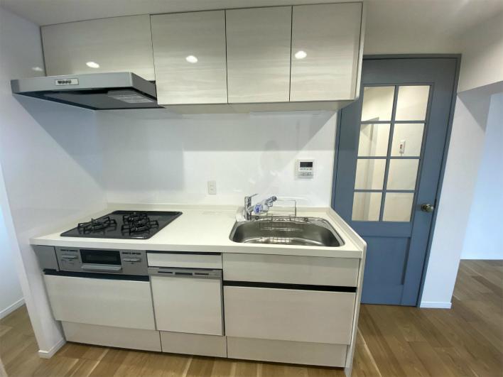 キッチン。三口コンロ。食洗器もついてます!