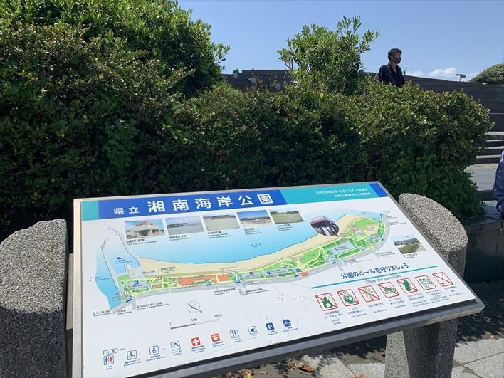 お向かいは、海沿いに広がる湘南海岸公園~!