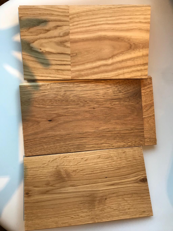 無垢の床材サンプル(上からクリ、クルミ、オーク)